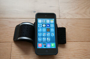 iPod touch, 5th generation, 32 GB, Black + Armband Deluxe
