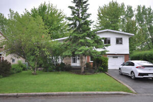 *Hot New Listing in Dollard des Ormeaux*