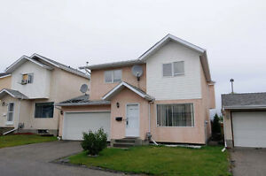 LARGE 2 STOREY TOWNHOME, 4 BED, 4 BATH, DOUBLE GARAGE!!
