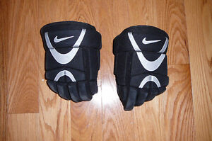 Hockey Gear - Youth Sizes, gloves, shoulder & shin pads Peterborough Peterborough Area image 2