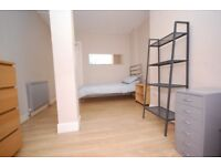 3 bedroom/2 bathroom flat (sleeps 5) close to the city centre available 21st July to 10th Aug