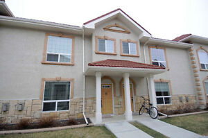 SPACIOUS TOWN HOME WITH HEATED UNDERGROUND PARKING!