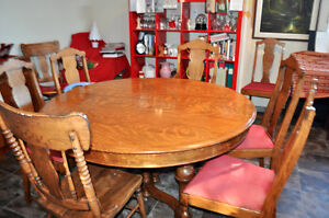 Antique Tiger Oak Table + 6 chairs