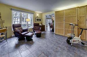 Superbe maison, vue et accès au Fleuve, terrain + 100,000 pieds Québec City Québec image 3