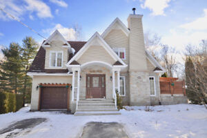 ***AWESOME HOME IN VAUDREUIL***