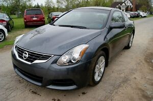 2010 Nissan Altima Coupe 2.5 6 speed Coupe (2 door)