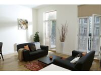 Modern & Spacious 2 Bedroom Flat - Wood Floors - Balcony - Minutes From Earls Court Tube SW10