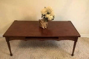 Colonial Coffee Table in Great Condition