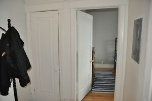 VERY CLEAN & COMFY 4 1/2 IN NDG, VENDOME METRO, 985$