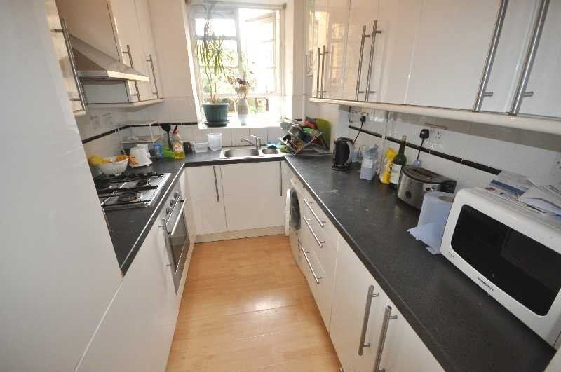 3 Bedroom Apartment in Holburn, Central Location, Ideal for Students, Available September 2016!