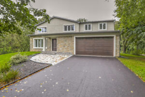 Luxury property for sale in Burlington close to Lake Ontario