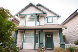 3 BED + DEN DETACHED TOWNHOME IN GREAT LOCATION
