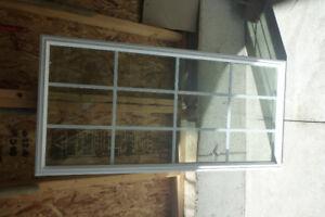 WINDOW FOR AN EXTERIOR DOOR.
