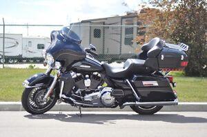 2012 Harley Davidson FLHTK Ultra Limited - ONLY 15,000 km!