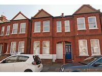 2 bedroom flat in Biscay Road, London, W68
