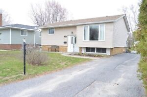 681 Tackaberry Dr - New Listing!!