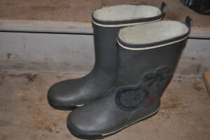 Boys Size 4 Rain Boot