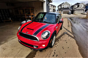 2011 Mini Cooper S Fully Loaded *2 set tires on rims*