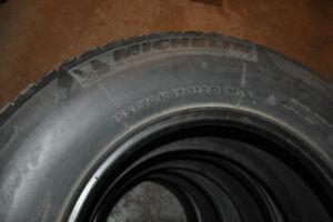 4 pneus michelin hiver 255/70r17