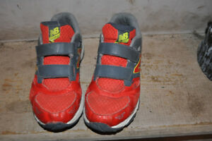New Balance Boys Shoes Size 5