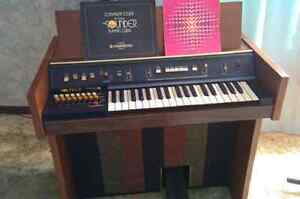 Electric Hammond Organ with bench