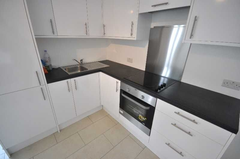 Modern 3 Bedroom Flat Close to Euston Station, Near to UCL/LSE - **Available July 2017**