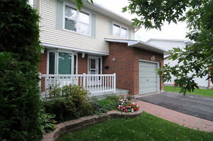 Beautifully upgraded 3 bedroom Single family house in Kanata, Gl