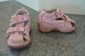 Petite sandale rose marque Maniqui