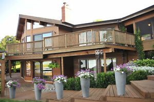 Executive Waterfront Home,10 min from Peterborough, 1 hr to GTA