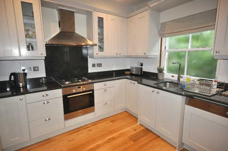 **Stunning 3 double bedroom 3 bathroom apartment set in a mews house in the heart of Holborn**