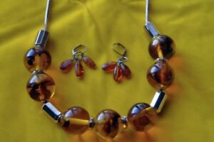 Amber earrings & necklace
