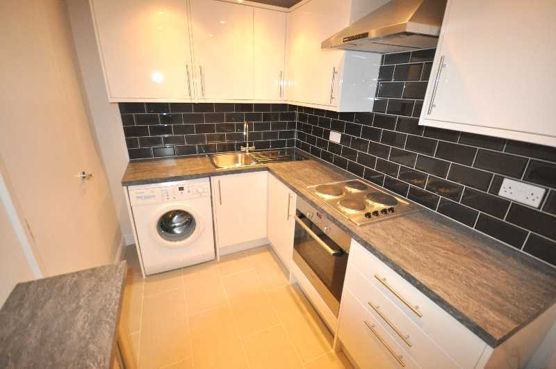 * NO AGENT FEES! Includes Hot Water/Heating 3 bedrooms family bathroom fitted kitchen wood flooring*