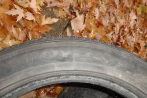 4 pneus d' hiver Toyo P215 / 55R 18