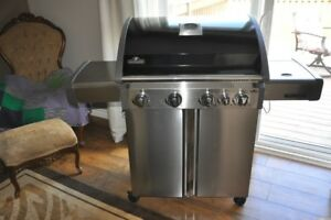 New Napoleon Triumph 495 Natural Gas BBQ