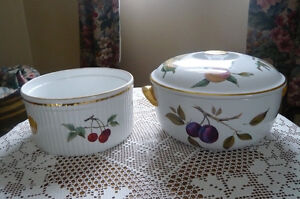 Souffle Dish &  Casserole with Lid(Worcester)