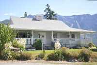 Amazing Lillooet Home or Potential B&B! Spacious with a view!!!