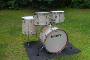 Ludwig Vintage White Marine Pearl Maple Drums
