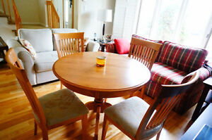 Maple wood dining room table with 4 chairs West Island Greater Montréal image 2
