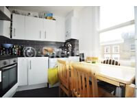 Well-presented 3 bedroom split level flat is located in the heart of Camden within walking distance
