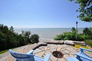 Beautiful cottage that sleeps 8 between Bayfield and Grand Bend