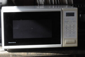 TESTED AND WORKING VERY CLEAN KENMORE MICROWAVE