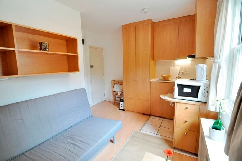 -Double studio on West Cromwell Road, Earl's Court *All utility bills are included*