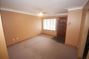 2 BEDROOM BUNGALOW WITH 1 AND 1/2 CAR GARAGE - PRIVATE FINANCING Windsor Region Ontario image 9
