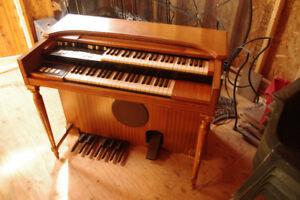 Hammond M-3 organ