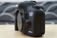 like new canon EOS 7D mark II body with charger