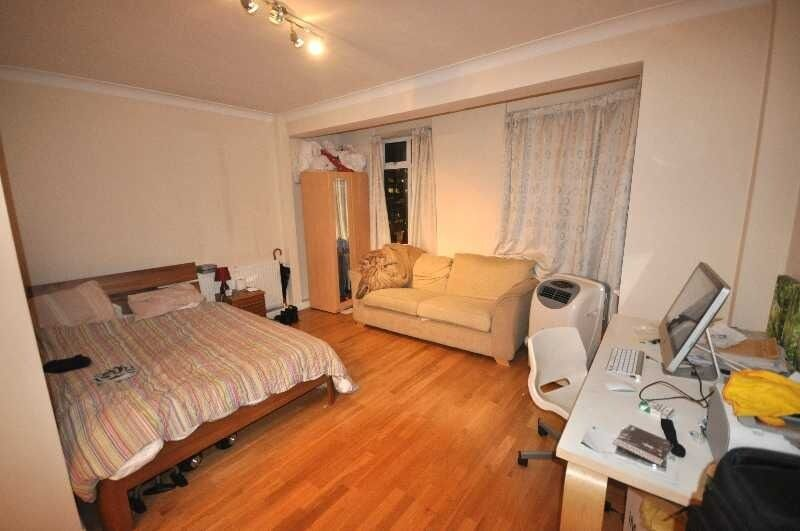 **NO ADMIN FEES FOR TENANTS-RENT INCLUDES HOT WATER & HEATING Large Studio fitted kitchen near UCL**