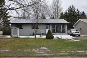 Updated 3 bedroom Bungalow close to Park
