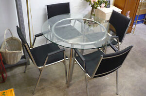 IKEA Salmi Kitchen Dining Table 4 Black Chairs Round Glass Top