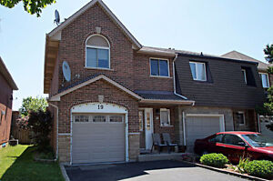 CENTRAL MOUNTAIN EXECUTIVE TOWNHOME FOR RENT