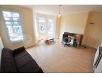 Well-presented 2 double bedroom flat is located in South Woodford within minutes walk to the tube &